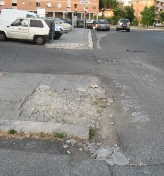 I marciapiedi di Casal Brunori …. è stato richiesto un primo intervento al Municipio !
